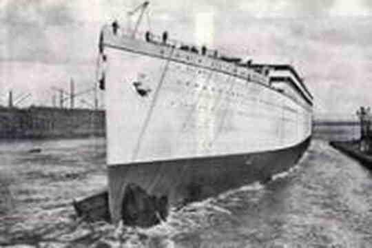 Pourquoi le Titanic a-t-il coulé?