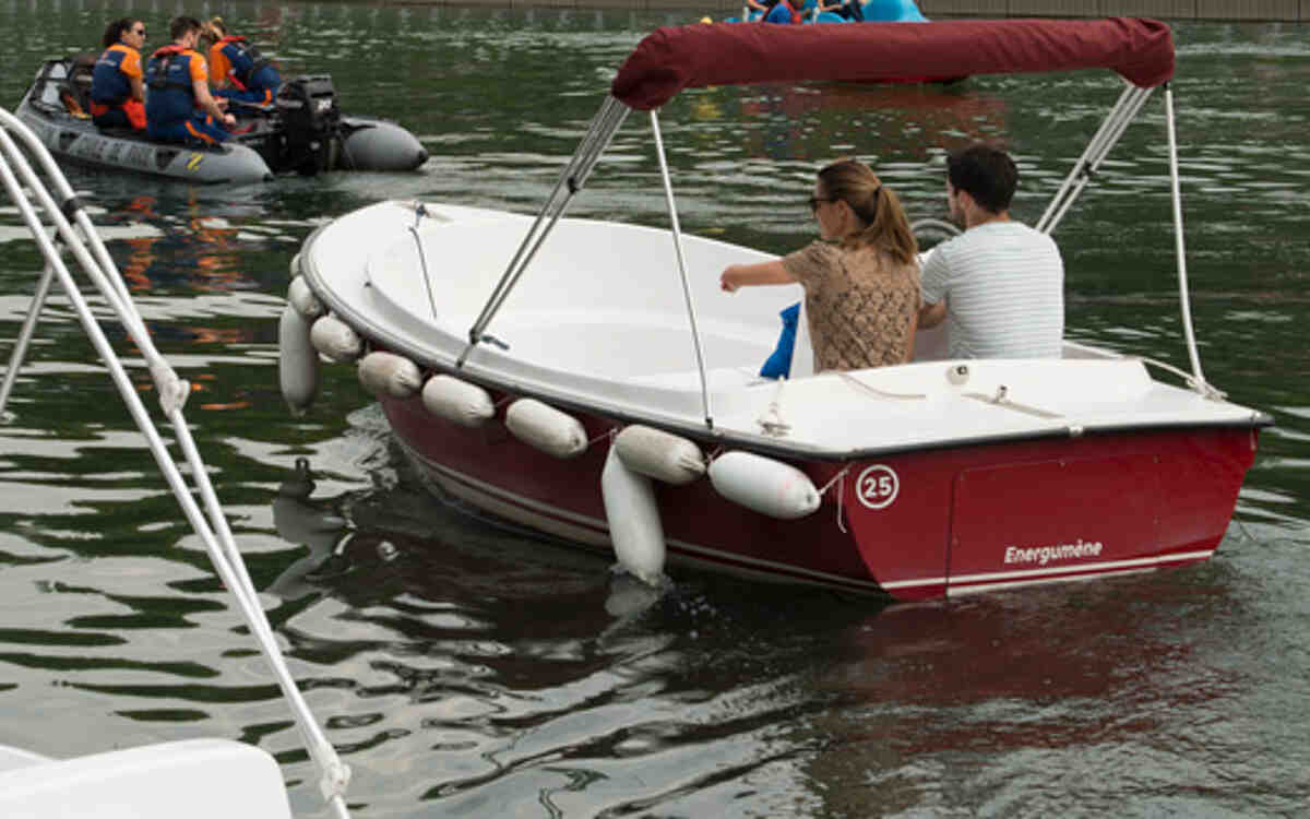 Comment conduire un bateau sans permis?
