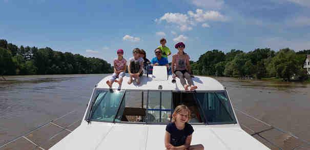 Puis-je conduire un bateau sans permis?