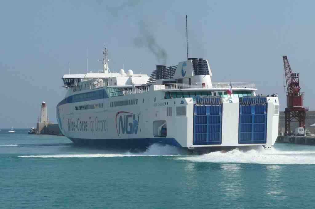 Comment payer moins cher le bateau pour la Corse ?