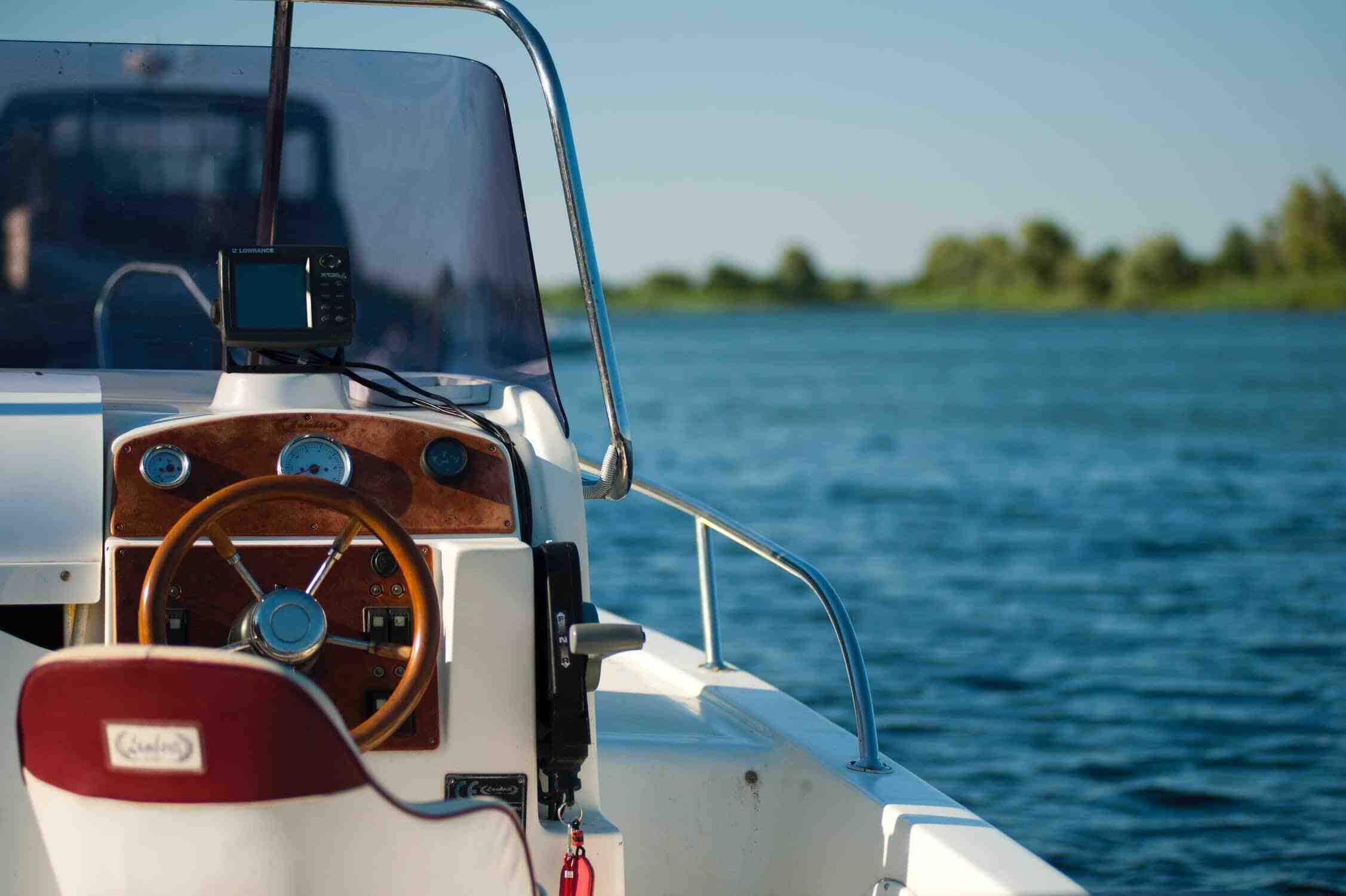 Qui délivre les permis bateau ?